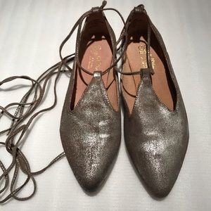 Seychelles metallic silver/gold leather pointy toe